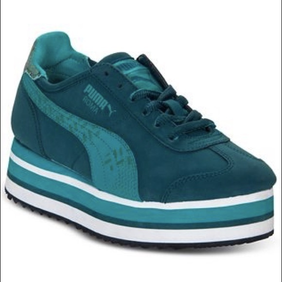 44cd497ea67a4c Puma Women s Roma Slim Stacked Casual Sneakers. M 5ad0db2a8af1c5d821e73e72